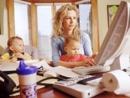 Mom.Kids.Laptop