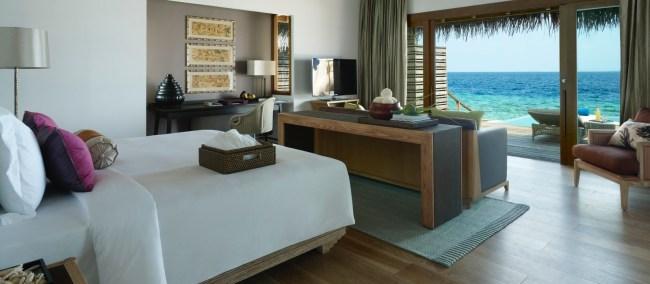 dusit-thani-maldives_rooms_ocean-villa_bedroom